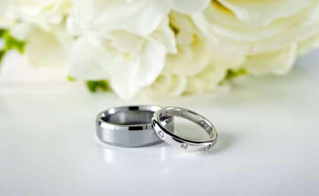 alianzas y decoración para boda