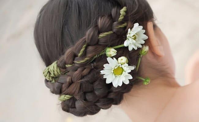 Peinado para mujer con cabello rizado