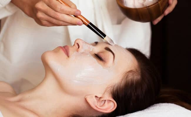 Regalar tratamiento facial para la novia