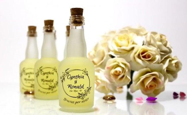 Detalles de boda botellas