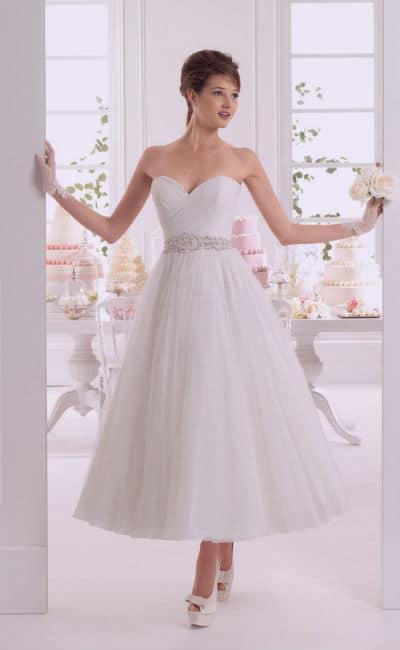 vestidos de novia mderno con falda midi