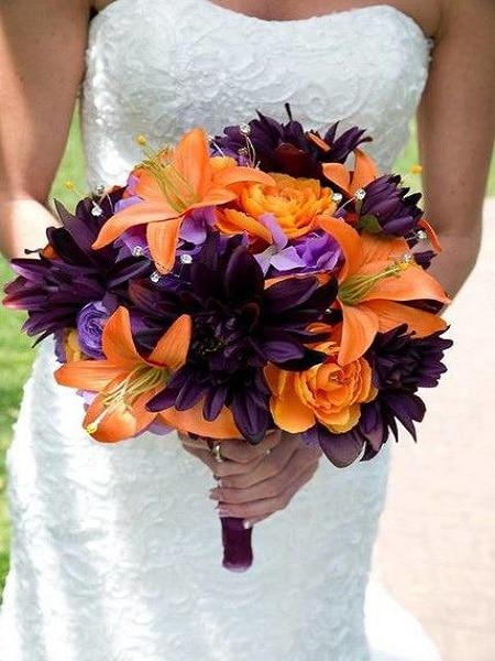Ramo de color naranja y violeta