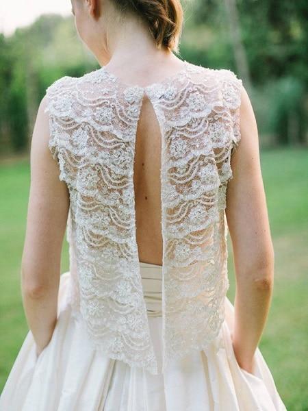 Vestido para novia con la espalda abierta