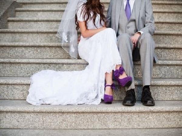 hermoso zapato color morado para la novia