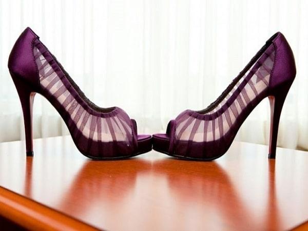 zapatos de color morado para un boda