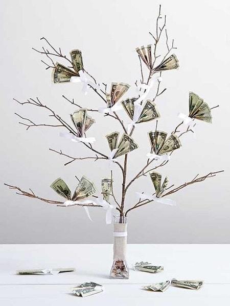 decoración de árbol con dinero
