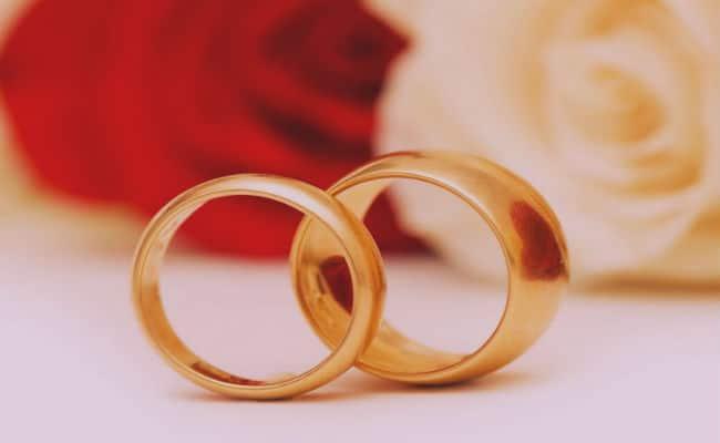 de que lado de la mano se pone el anillo de bodas