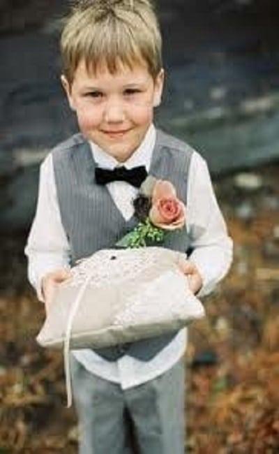 Trajes de boda en la playa para niños